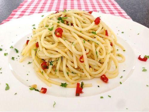 Receta de espaguetis con ajo y aceite