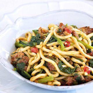 Receta de espaguetis con grelos y salchicha