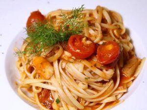 Receta de espaguetis con rape y tomatitos