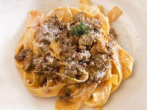 Espaguetis con higaditos de pollo en salsa