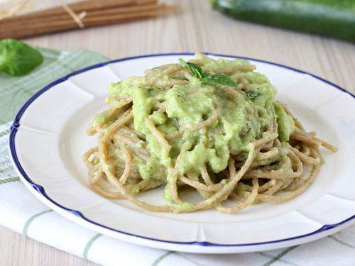 Espaguetis con tofu y calabacín